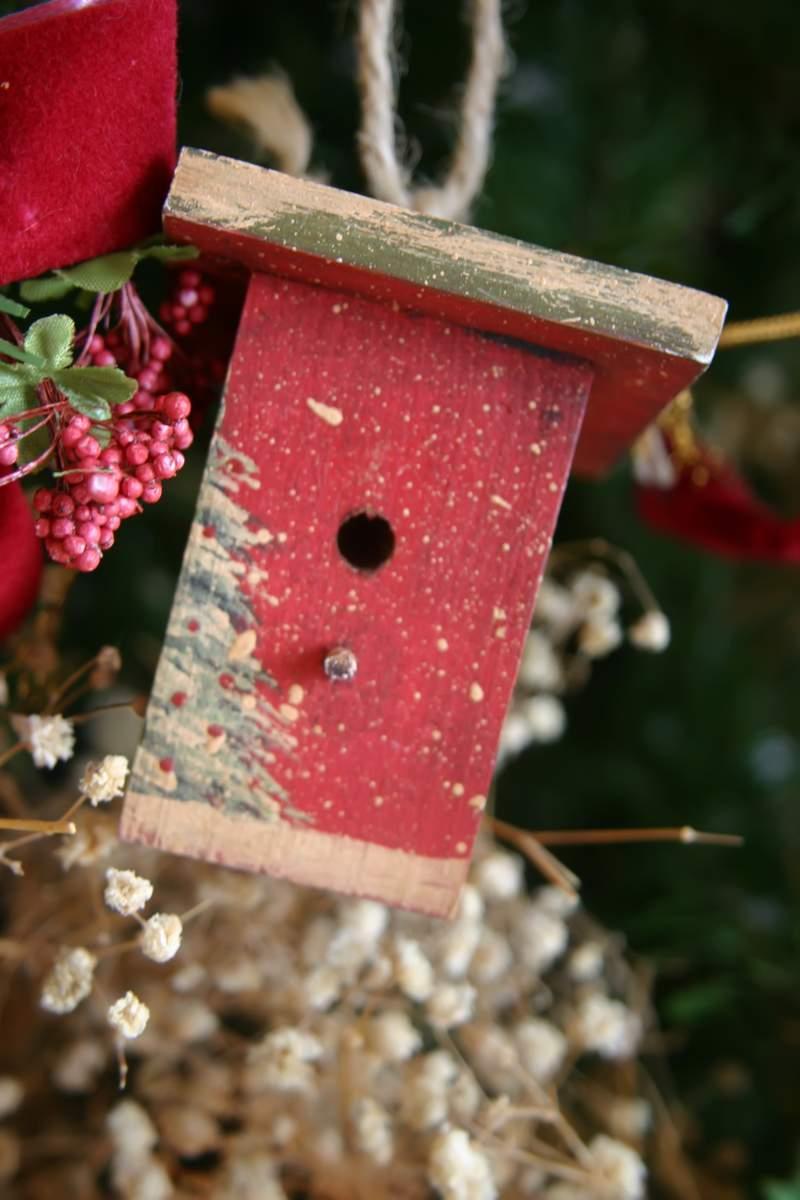 Blog_trimmer_red_birdhouse