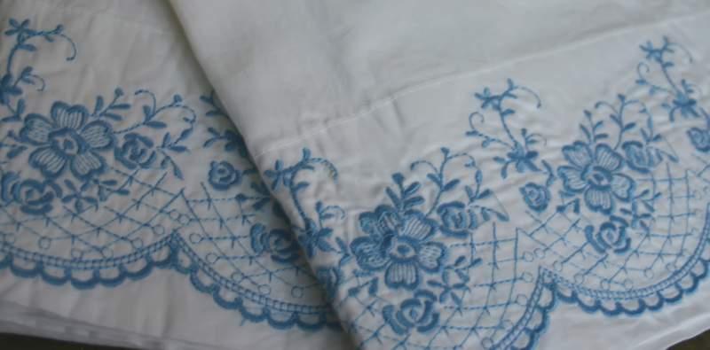 Blog_pillow_duo_close