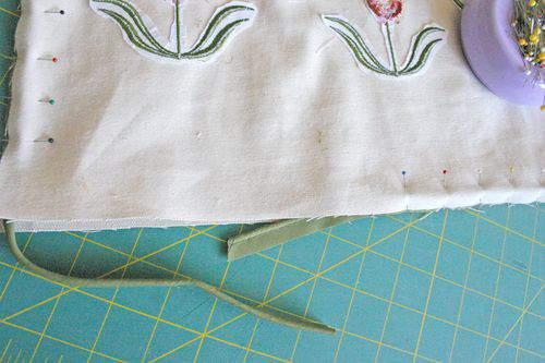 Blog flower pillow piping8