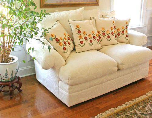Blog flower pillows close