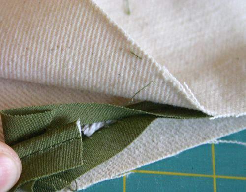 Blog flower pillow piping5
