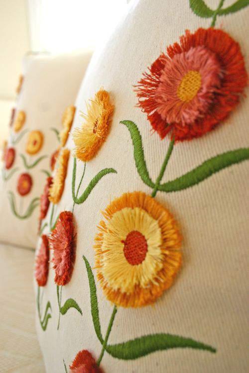 Blog flower pillow side3