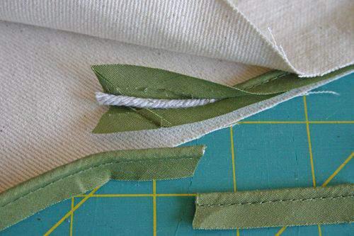 Blog flower pillow piping7