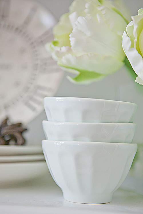 Blog prop shelf light green bowls