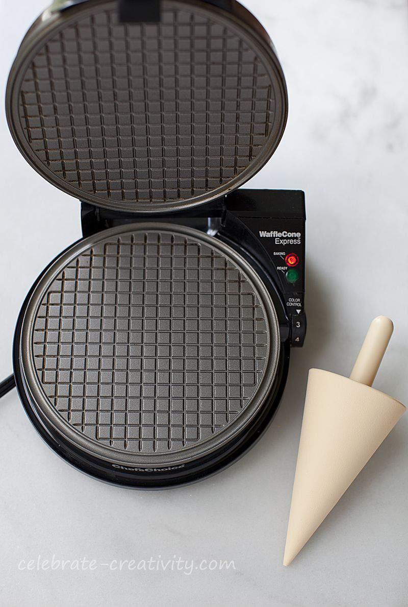Waffle cones maker