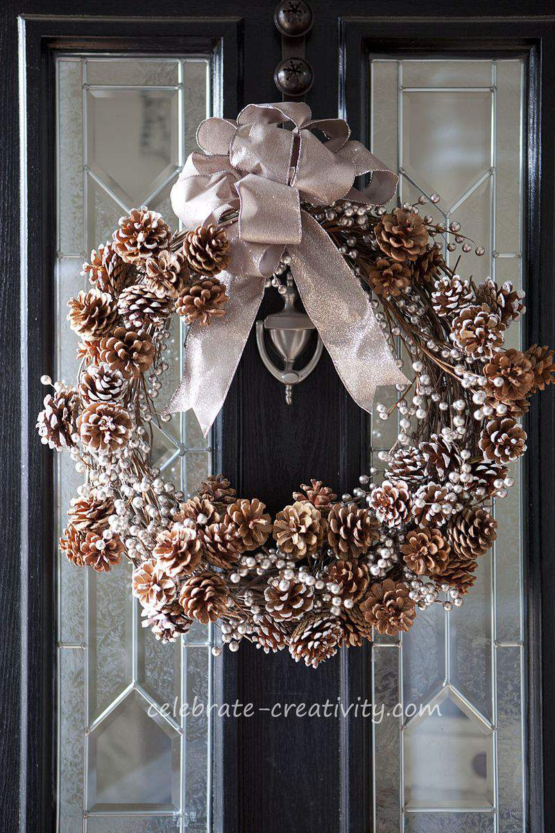 Pinecone wreath2
