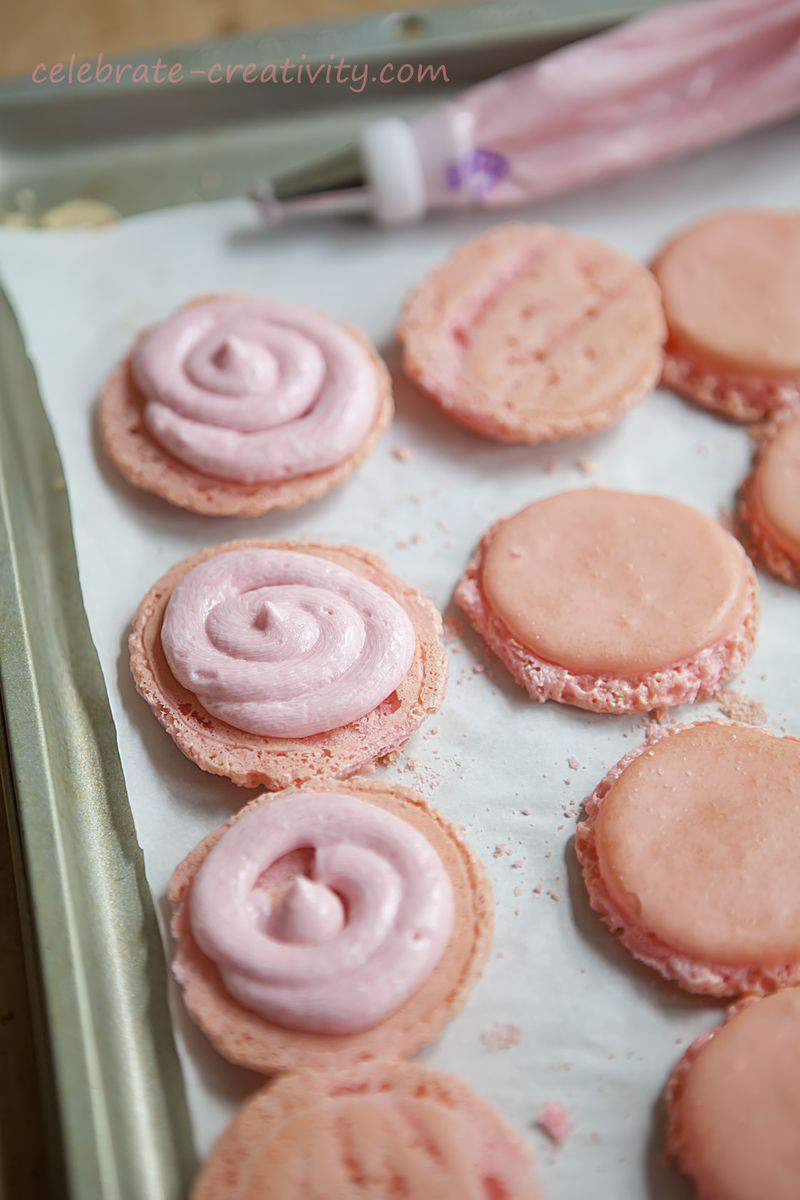 Raspberry macarons3