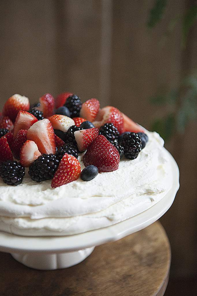 pavlova fruit close up