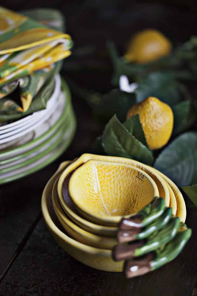 lemons measuring bowls
